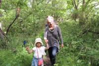 ランドアート - リーネとみんなと森を歩きます